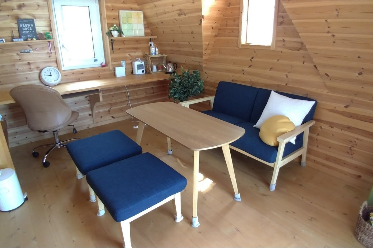 ログハウス風の木製小屋。デスクワークに、休憩に、趣味に、ちょっこと田舎でご自由にお寛ぎください。 の写真
