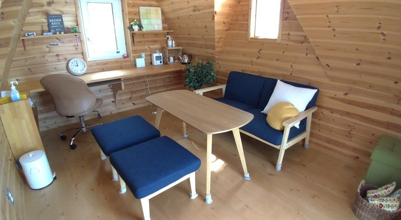 ログハウス風の木製小屋。デスクワークに、休憩に、趣味に、ちょこっと田舎でご自由にお寛ぎください。