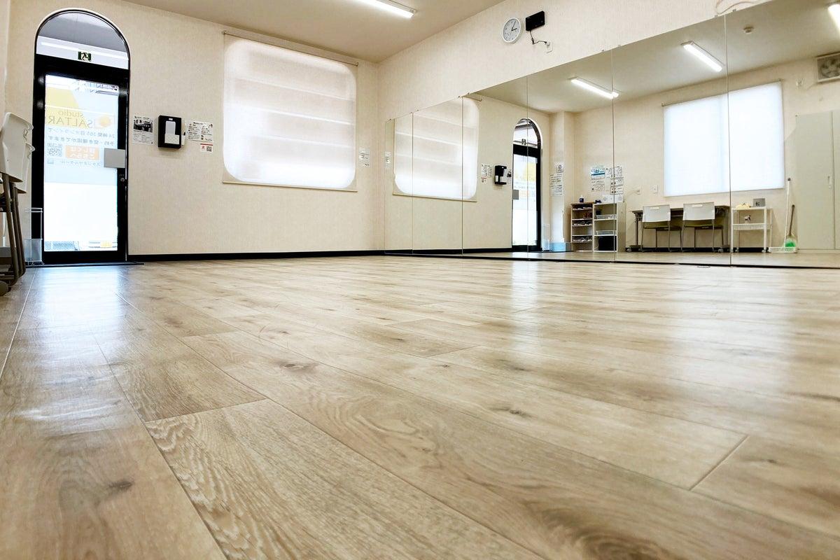 【小山市】壁一面大型ミラー設置のレンタルスペース│ダンス・ヨガ・動画撮影・会議などに の写真