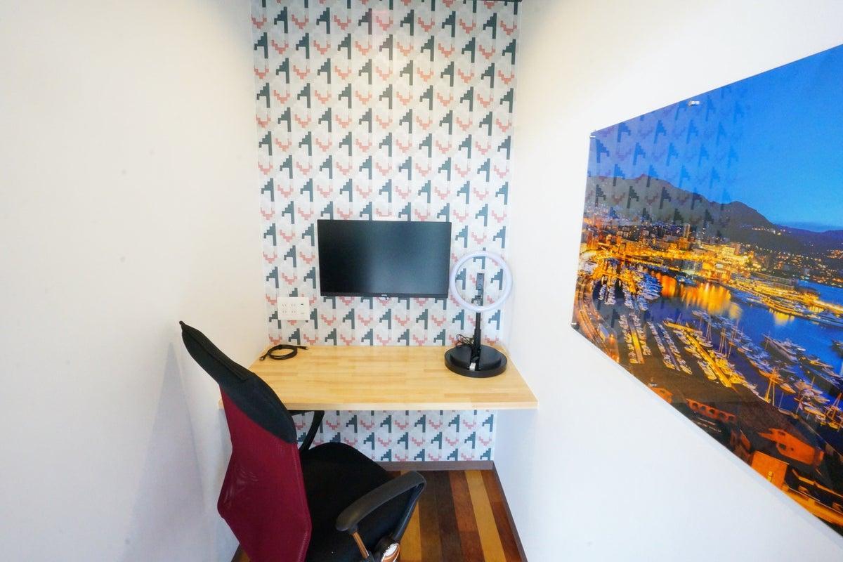 <マルナカQ1>完全個室のワークスペース!Wi-Fi/電源/モニターあり!テレワーク/Web会議/作業場所 の写真