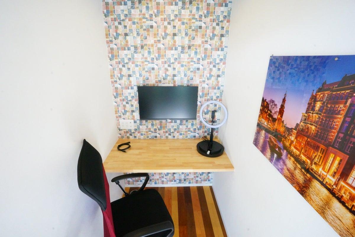 <マルナカQ3>完全個室のワークスペース!Wi-Fi/電源/モニターあり!テレワーク/Web会議/Web面接/作業場所 の写真