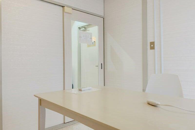 ≪大阪駅10分❕ミーティングスペースD304≫完全個室4名✨テレワーク,Web会議,面接に の写真