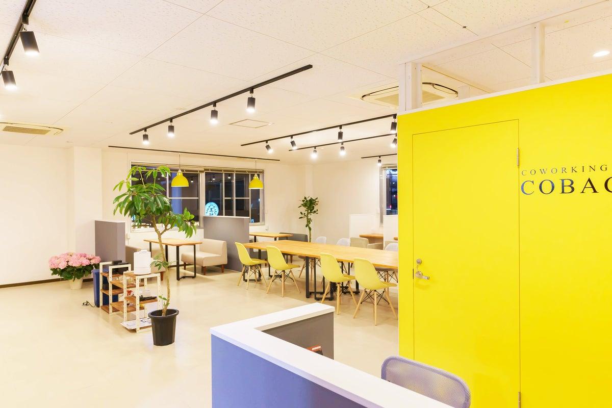 撮影機材の揃ったポップデザインオフィス の写真