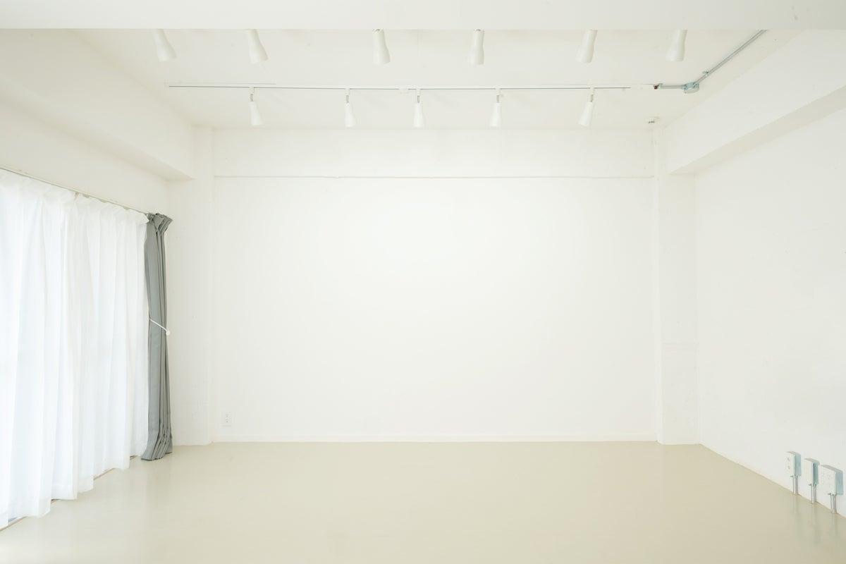 🎉NEW OPEN🎉【西小山駅徒歩1分】柔らかな自然光・白壁・メイク/着替えルーム有り・撮影フォトスタジオ の写真
