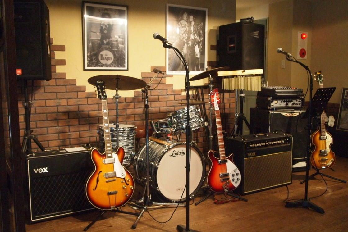 ナゴヤドーム近く ライブ・楽器演奏ができるおしゃれな英国風カフェスペース/2次会、同窓会、発表会、貸切りライブ の写真