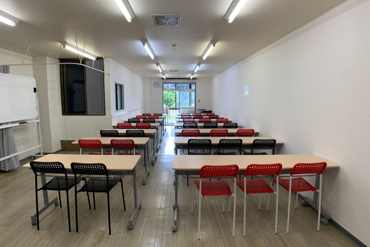 貸し会議室 金沢駅徒歩8分、完全個室・24時間・35名着席、換気可、消毒液・光Wi-Fi、リモートワーク・WEBミーティングに の写真
