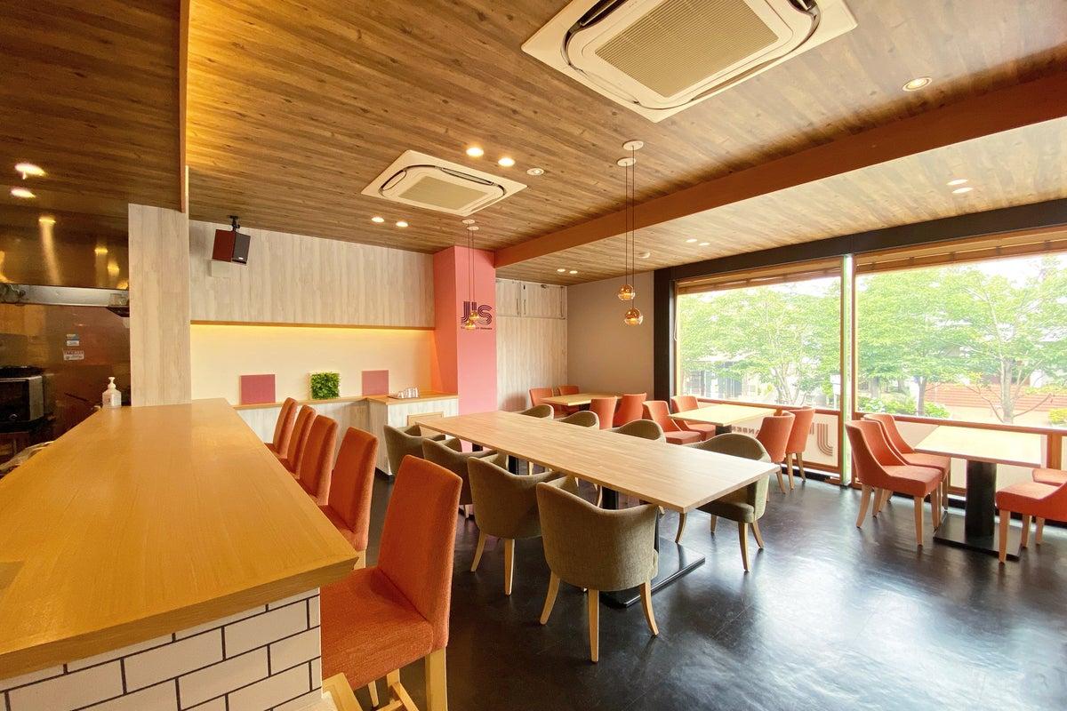 鎌倉駅から徒歩5分!鎌倉駅と鶴岡八幡宮のちょうど間に位置するハンバーガーショップ の写真