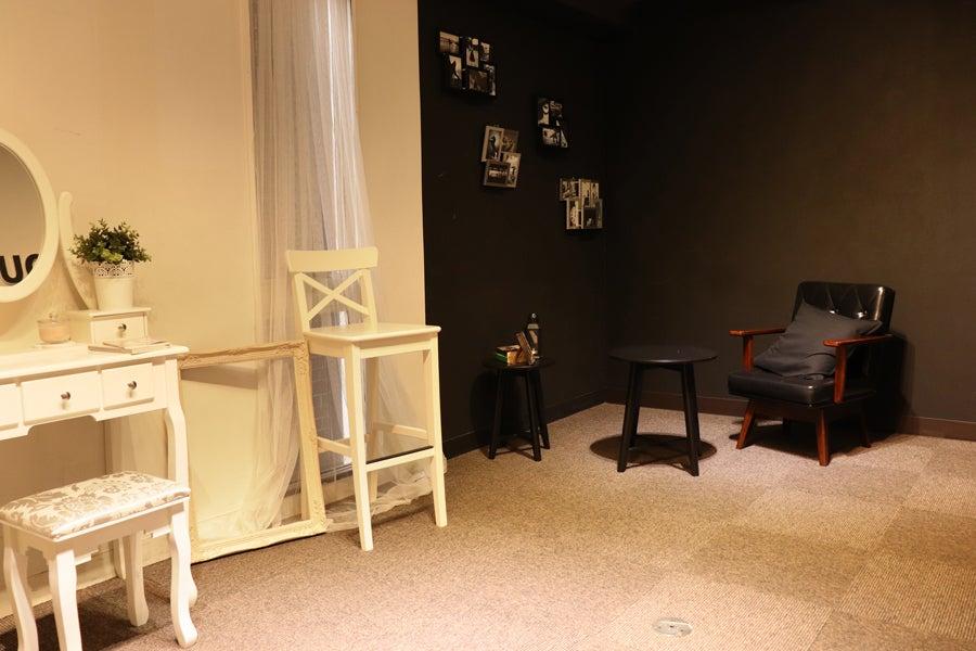 白×黒壁の個室スタジオ 5D☆スチル、動画、配信、前撮りなど♪貸出機材無料! の写真