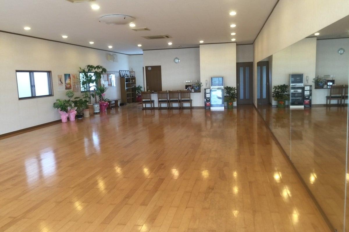 各種ダンスの練習、結婚式等の余興の練習にご利用いただいています の写真