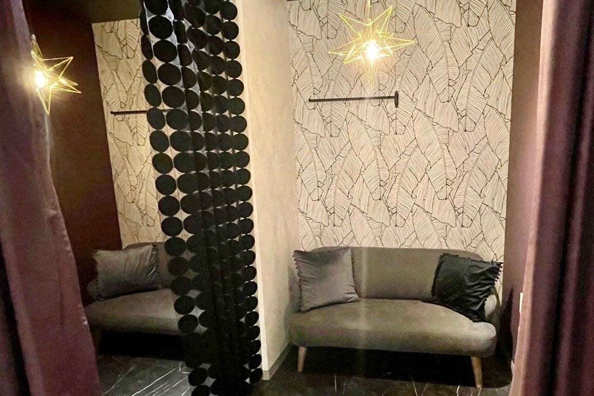 【高知】ラグジュアリーなcafeスペース(パーティーやイベント使用に最適/貸切)個室あり の写真