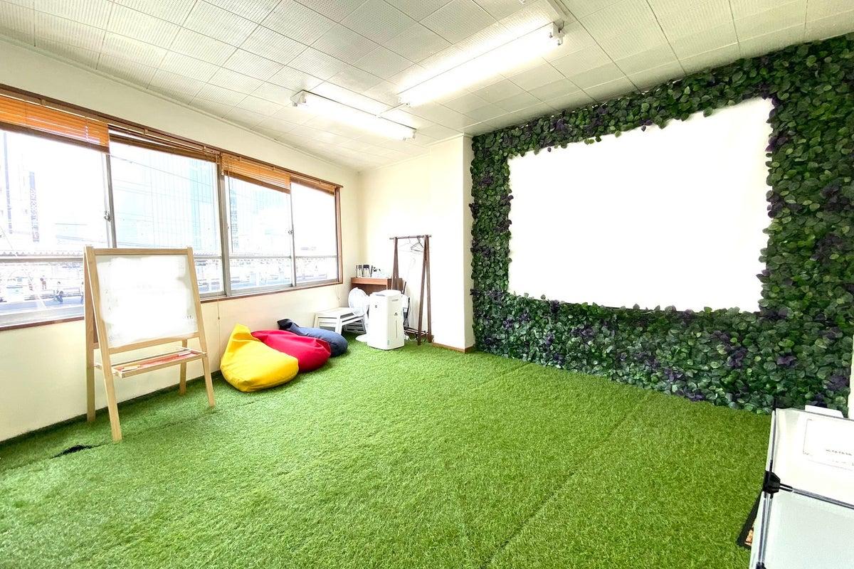 JR三ノ宮駅徒歩1分❗️快適な室内でアウトドア気分♫飲食可能なレンタルスペース❗️彩光◎空気清浄機◎しばふ の写真