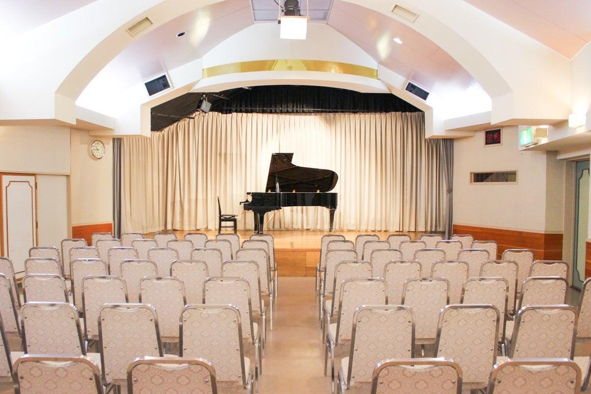 【約200名収容可能ホール】イベント、発表会、ダンスレッスン、撮影、会議利用など、様々な用途でご利用可能な多目的ホールです! の写真
