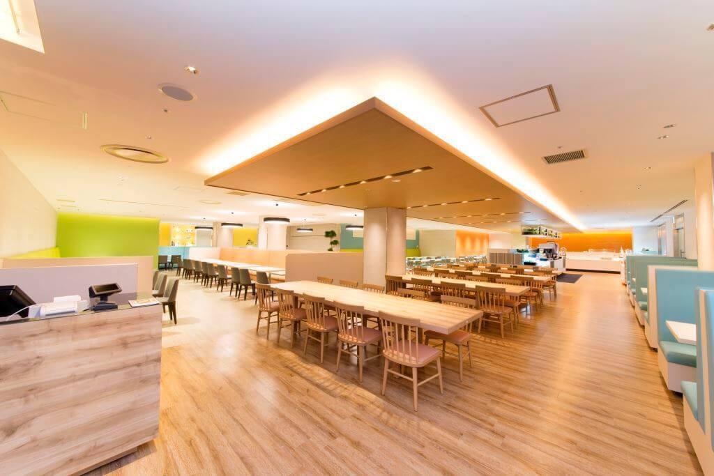 大阪 / なんば オープンして間もない新店舗 着席200名、立席250名の大型レストラン。パーティ・イベントに の写真