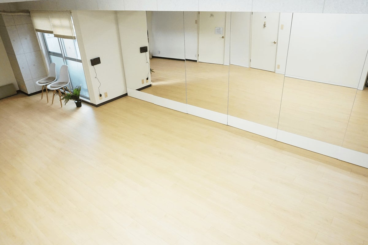 【JR西明石駅から5分✨】ヒールも使えるダンス・ウォーキングレッスン・会議・撮影ができるスタジオ【1時間から利用可】 の写真