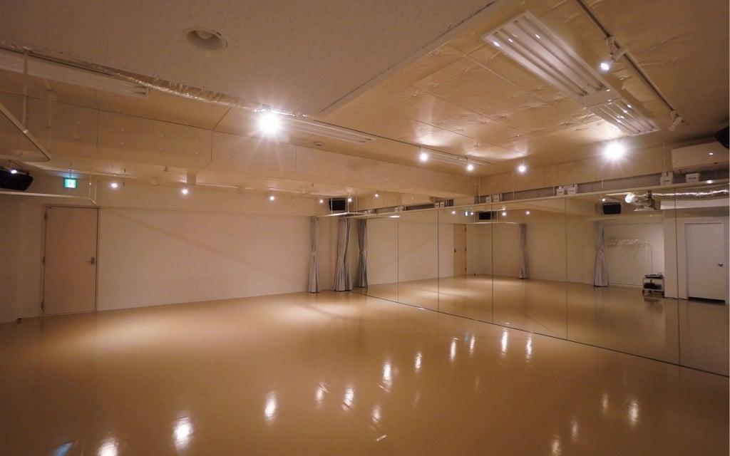 渋谷駅から徒歩3分!シンプルで綺麗なスペース!ヨガやダンスレッスン、各種セミナー開催などに!(Aスタジオ)