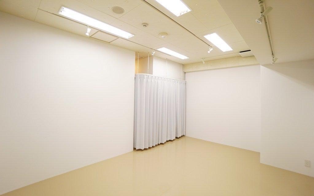 Bスタジオ カーテンで仕切れば、更衣スペースとなります。