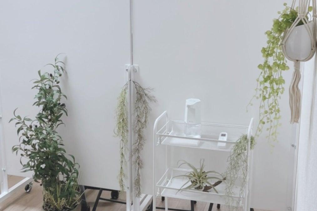 【横浜東口】CサロンChéri Charme大型ミラーと施術ベッド2台を完備した美麗スタイリッシュなサロン👉大音量-振動NG の写真