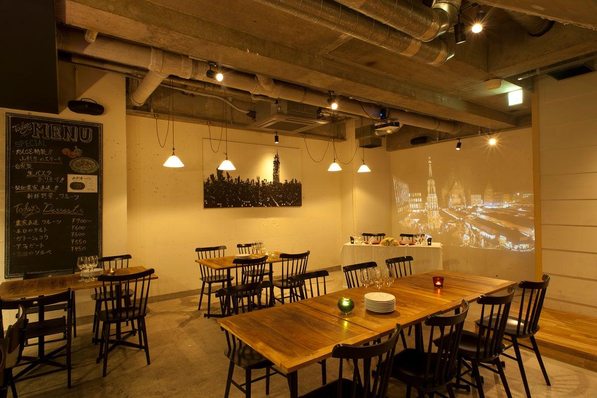 【六本木・麻布十番】駅徒歩5分!吹き抜けのある開放的なレストランを貸切!日中の子連れママ会にもおすすめ! の写真