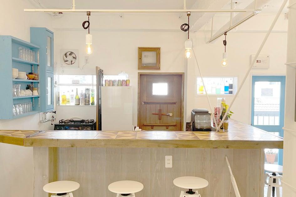 【絵の具の使用OK】 ワークスペースとキッチンカウンターがあり 絵の具を使った新感覚のペイントパーティーなど利用可能! の写真