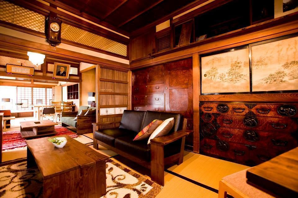 創業140年余年、有形登録文化財にも登録された老舗仙台箪笥の工房、日本庭園で撮影、パーティー等はいかが?(門間箪笥店) の写真0