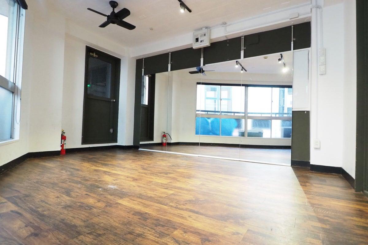 【土足で踊れる302】直前割り!渋谷パルコ5秒!イベント控室、youtube撮影、テレワーク、セミナー、会議、空気清浄機 の写真