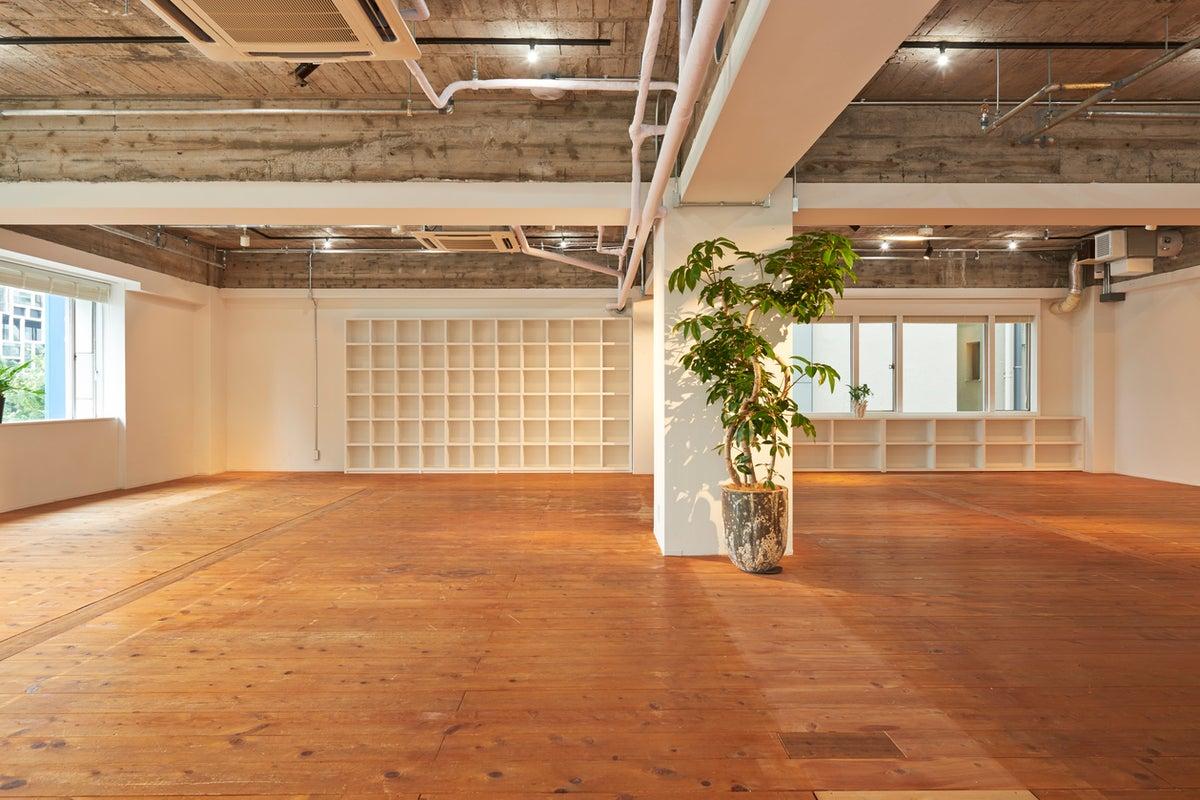 【表参道/青山/外苑前徒歩5分】好アクセス!明るくアレンジしやすい空間は展示会やセミナーに最適! の写真