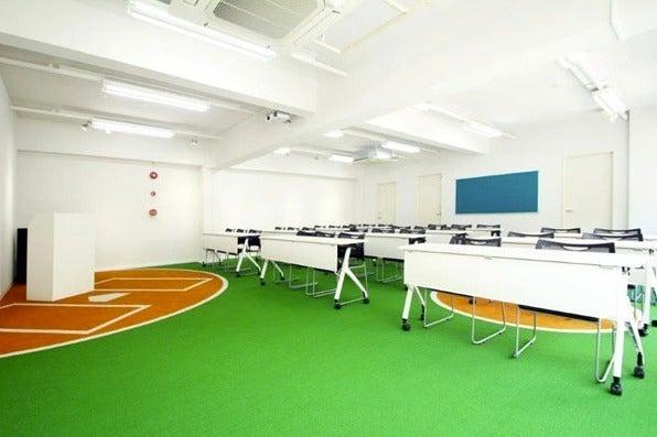 【愛媛・松山】床が野球場になっている面白い会議室/ベース の写真