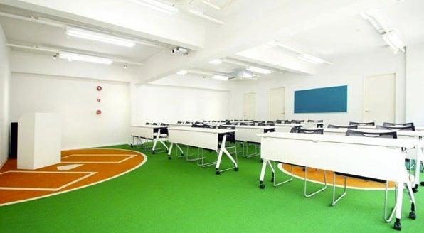【愛媛・松山】床が野球場になっている面白い会議室/ベース