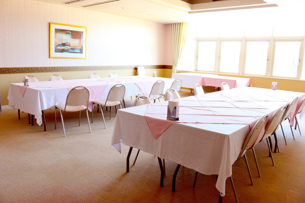【千葉県・御宿】窓の外はゴルフ場!会議・パーティ・セミナーなどに最適な多目的スペース・61.6㎡