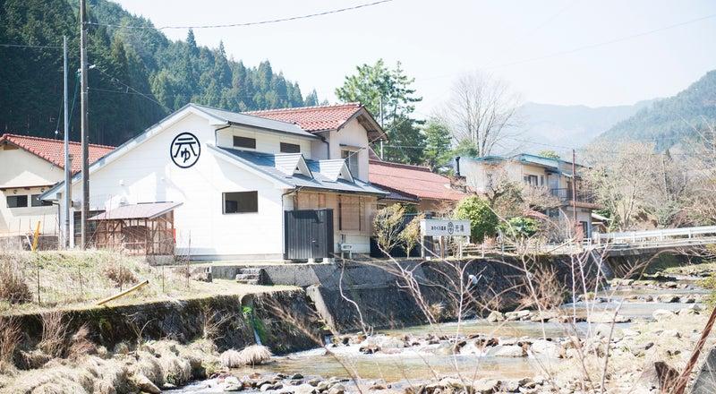 岡山県西粟倉村の日帰り温泉+ゲストハウス+カフェ あわくら温泉元湯