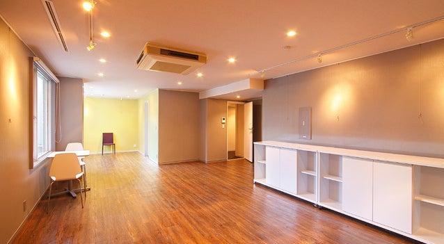 A-room【北参道・原宿】ウッディーな多目的スペース!ピクチャーレール・スポットライト、専用トイレ付