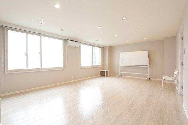 F-room【北参道・原宿】明るくて清潔感のある多目的スペース! スチール撮影・ヨガレッスン等にも人気の高いお部屋です♪ の写真