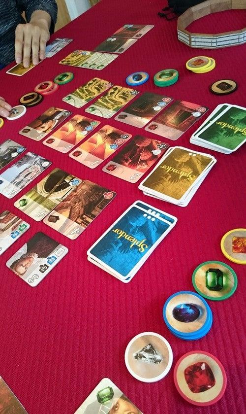 ゲーム愛好家の方にもご好評いただいております。カードに適した布のテーブルクロスもご用意しております。 ※カードはユーザー様のものです。レンタル対応は今後検討しております。