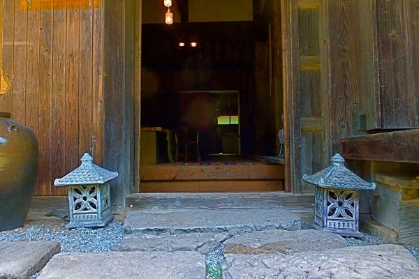 【宮崎】築130余年の古民家を改造した和モダンなシェアハウス これからのシーズンは花見もできます の写真