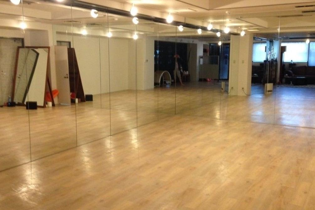 【駅近激安】明るい雰囲気の設備充実ヨガ・ダンススタジオ! の写真