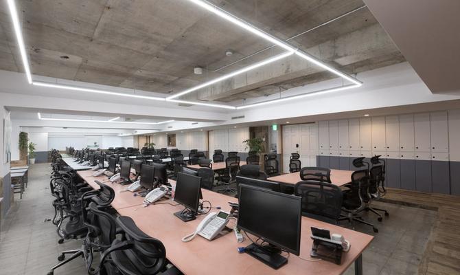 スペース例1)港区表参道エリア100名まで収容可能なオフィス