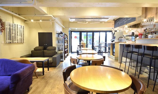 渋谷・表参道・青山 レンガ壁の外観が特徴的な路面実店舗カフェ