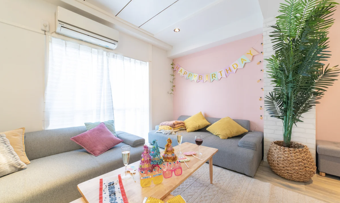 【東京 池尻大橋駅】フラットタイプのソファで一晩中楽しめるリビングスペース