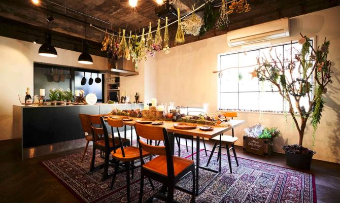 インダストリアルな雰囲気漂う、カウンターキッチンスタジオ