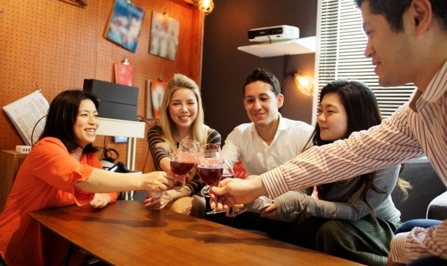 ホームパーティーで何をする?おすすめの料理・ゲーム・飾り付け徹底解説!