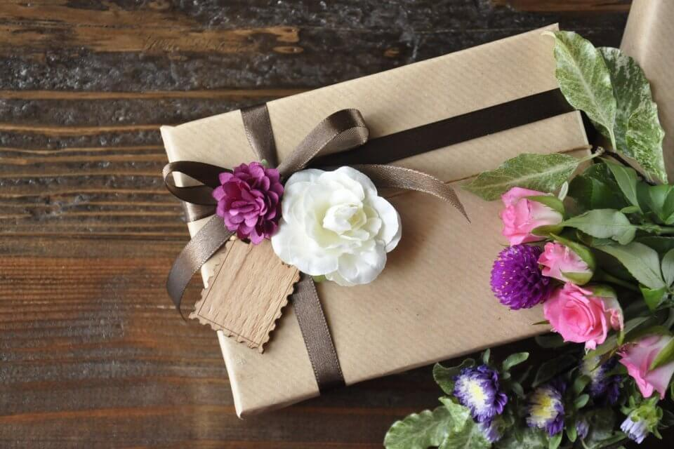 送別会のプレゼントは何がおすすめ?男女別・年代別におすすめのプレゼントと渡し方